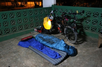 Ohne Zelt wird es Sabrina um 3 Uhr in der Früh etwas kühl ;-)